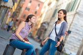 几个妇女在城市中的 — 图库照片