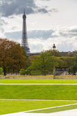 Park in Paris with Eiffel Tower in Background — Stock Photo