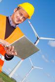 Ingeniero técnico en viento turbina generador central — Foto de Stock