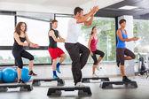 Aerobik třída v tělocvičně — Stock fotografie