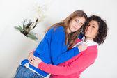 Две красивые женщины вместе — Стоковое фото