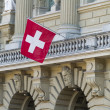 Bundeshaus Facade with Swiss Flag in Bern, Switzerland — ストック写真