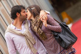 Romantiska ungt par på semester — Stockfoto