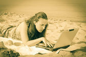 Woman Working at Computer on the Beach — Stock Photo