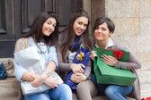 Tři šťastné ženy po nakupování — Stock fotografie