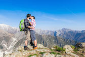 Couple Kissing at Top of Mountain — Stock Photo