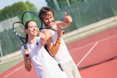 Due giocatori di tennis felice con pollice in alto — Foto Stock