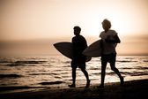 Two Boys with Surf Boards at Sunset — Stock Photo