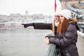 Dos mujeres en budapest en invierno — Foto de Stock