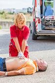 Massagem cardiaca praticante de salvador — Foto Stock