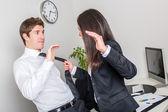 Zabijaka bizneswoman gospodarstwa kolegi krawat — Photo