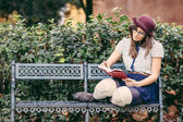 Old Fashioned Woman Reading a Book — Stock Photo