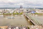 Catedral de Colonia y el famoso puente, vista aérea — Foto de Stock