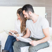Couple with Tablet and Newspaper — Stock Photo