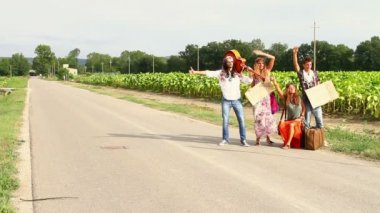 Hippie Group Hitchhiking on a Countryside Road — Stock Video