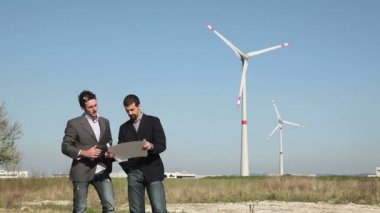 Engineers in front of Wind Turbine for Power Generation — Vídeo Stock