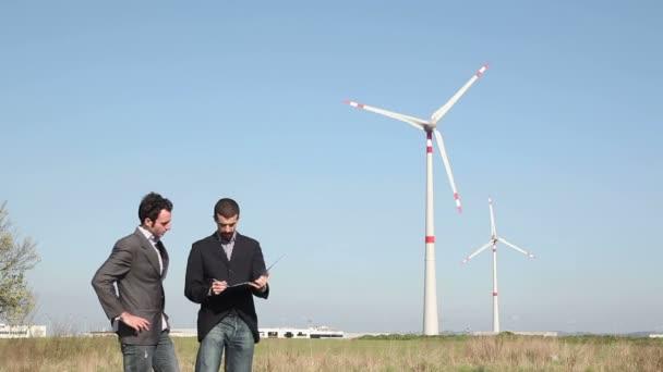 Engineers in front of Wind Turbine for Power Generation — Vídeo de stock