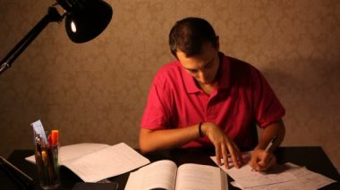 Young Man Studying at Desk — Vídeo Stock