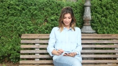 Young Woman Typing on Mobile Phone — Vidéo