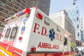 FDNY Ambulance in Manhattan pro — Stock Photo