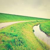 Dam a canal — Stock fotografie