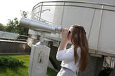 Teen looking through binoculars — Stock Photo