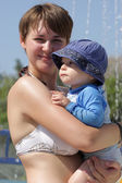 Mother with son at water park — Foto Stock