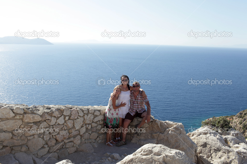 Family is sitting on wall of castle in Rhodes, Greece — Stock Photo #13971968