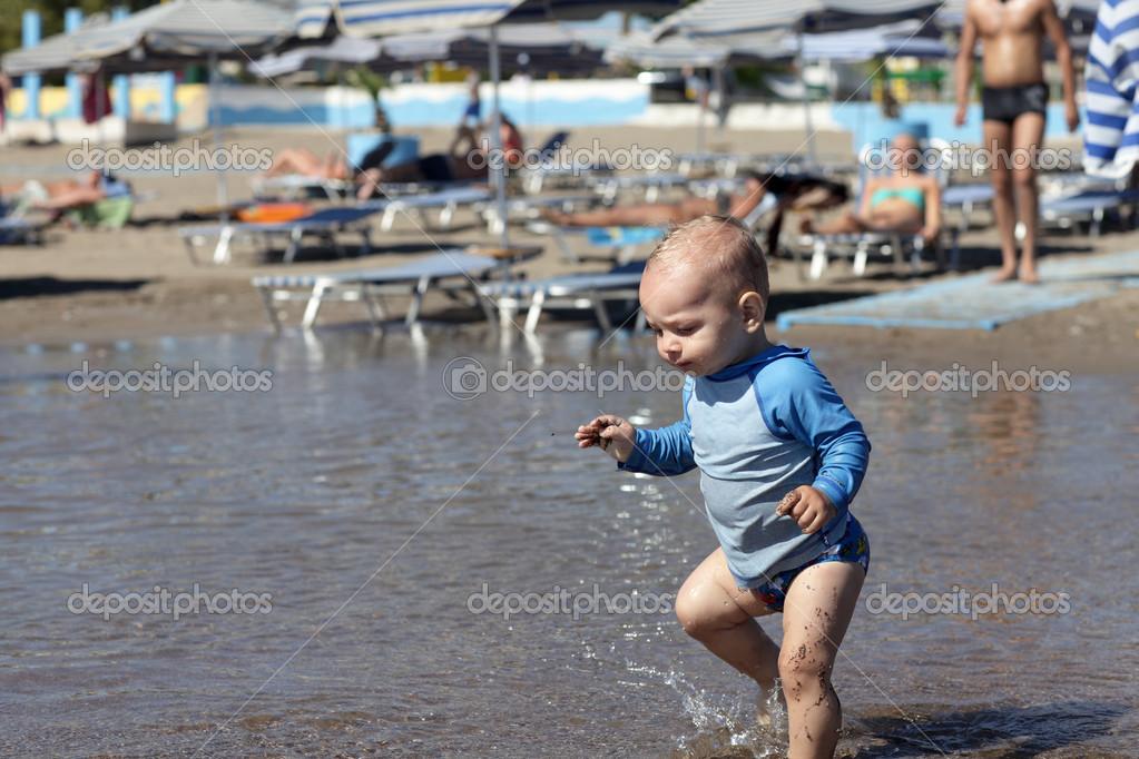 宝宝的海滩上