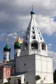 Белая колокольня собора — Стоковое фото