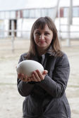Girl with ostrich egg — Stock Photo