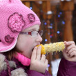 Kid eating corn — Stock Photo