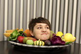 Woman and plate of fruits — Stock Photo