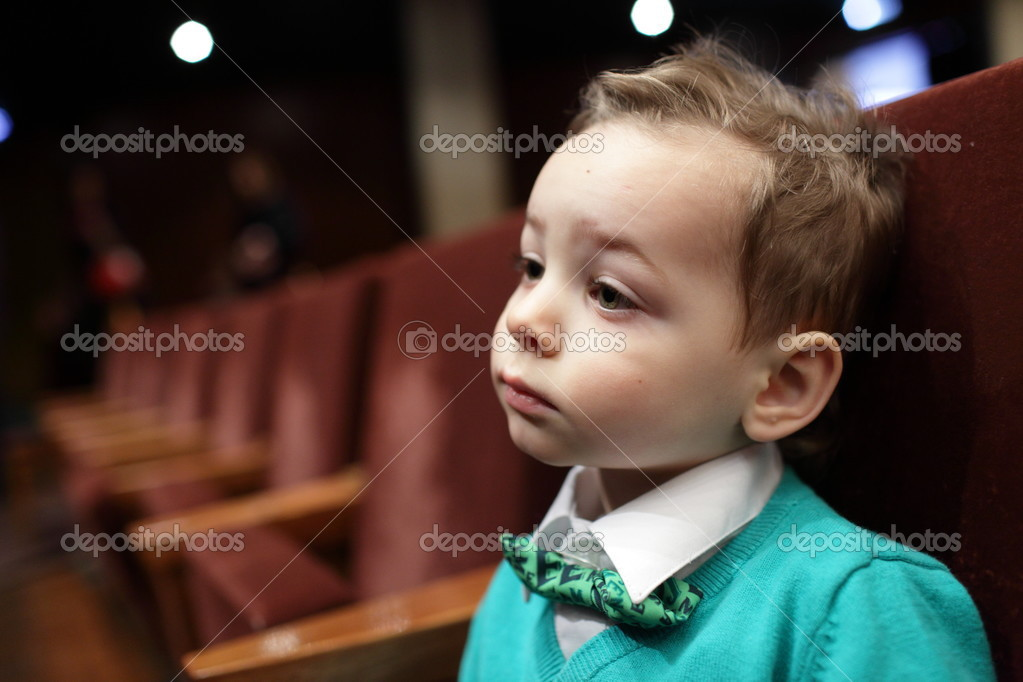 男孩听音乐 — 图库照片08achubykin#40096153