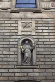 Skulptur av franciskus av assisi-kyrkan — Stockfoto