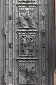 Deel van deur van sint-vituskathedraal — Stockfoto