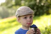 çay ile çocuk — Stok fotoğraf