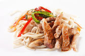 Meat with noodles and vegetables — Стоковое фото