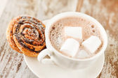 Cinnamon rolls with cocoa — Stock Photo