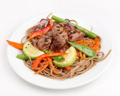Meat with vegetables and noodles — Stockfoto
