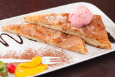 Apple strudel with ice cream — Stock Photo
