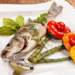 Grilled fish with asparagus — Stock Photo