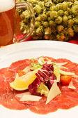Fleisch-carpaccio mit parmesan — Stockfoto