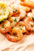 Shrimps with lime and parsley — Stock Photo