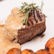 Beef steak with potatoes — Stock Photo