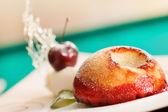 Pastel con cereza — Foto de Stock