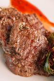 Steak with salad — Stock Photo
