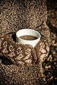 Heiße schokolade in den händen — Stockfoto
