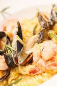 Mňam italské těstoviny s mořskými plody — Stock fotografie