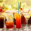 bunte Cocktails hautnah — Stockfoto